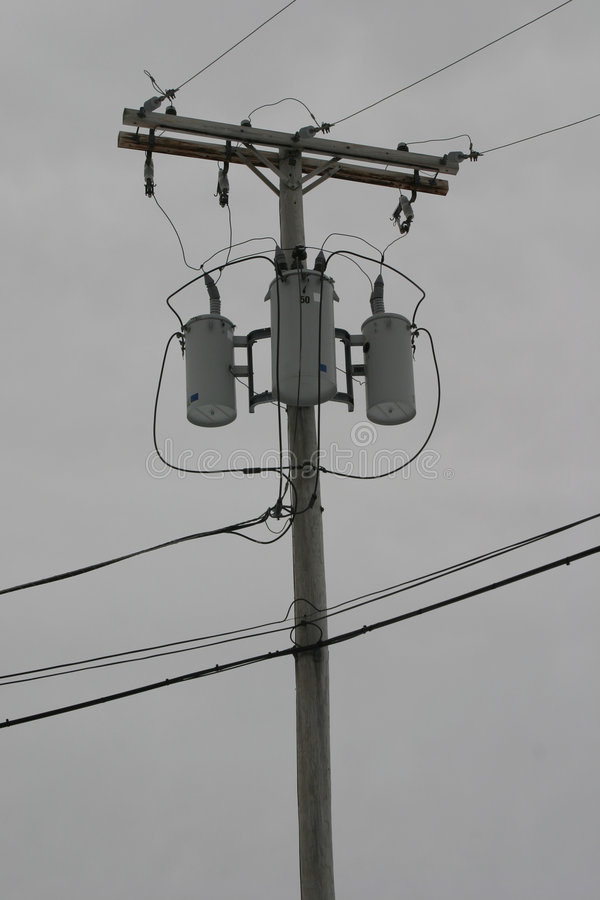 Download 线路次幂 库存照片. 图片 包括有 电话, 电缆, 变压器, 线路, 电汇, 空白, 天空, 投反对票, 次幂 - 64490