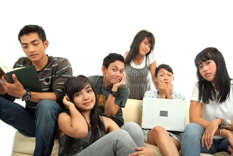 组人沙发年轻人 库存照片