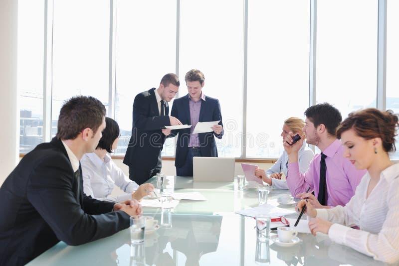 组商人在会议上 库存图片