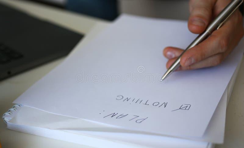 组成男性手举行银的笔做名单 库存图片