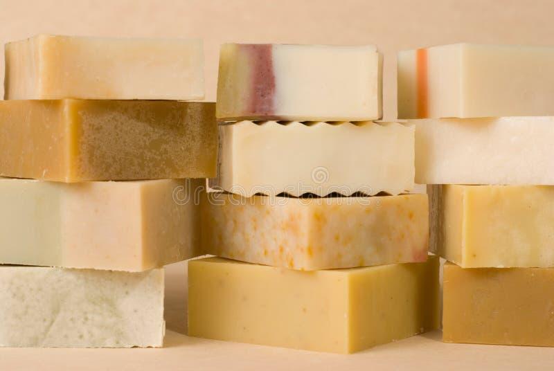 组手工制造草本物质肥皂 免版税图库摄影