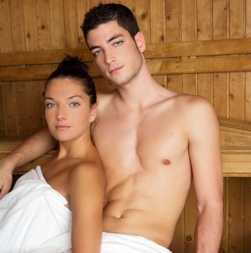 组空间蒸汽浴温泉疗法木年轻人 库存照片