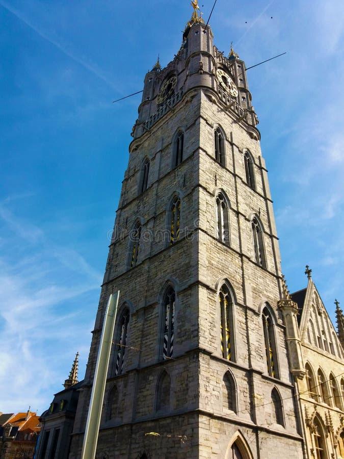 绅士,比利时03 25 2017座钟楼在市中心耸立跟特,一个老中世纪塔 图库摄影