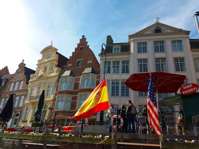绅士,比利时03 25 2017著名Graslei运河全景在古城中心与利斯河河 库存照片