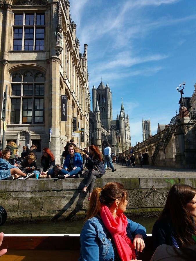 绅士,比利时03 25 2017著名Graslei运河全景在古城中心与利斯河河 库存图片
