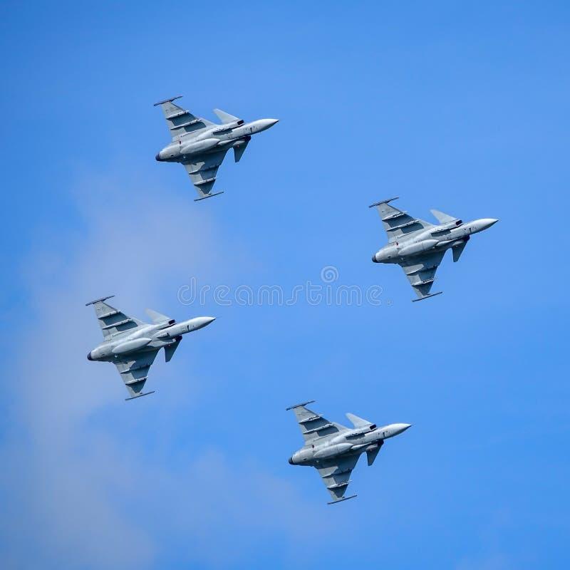 绅宝JAS 39 Gripen,多角色战斗机,形成飞行 免版税库存图片