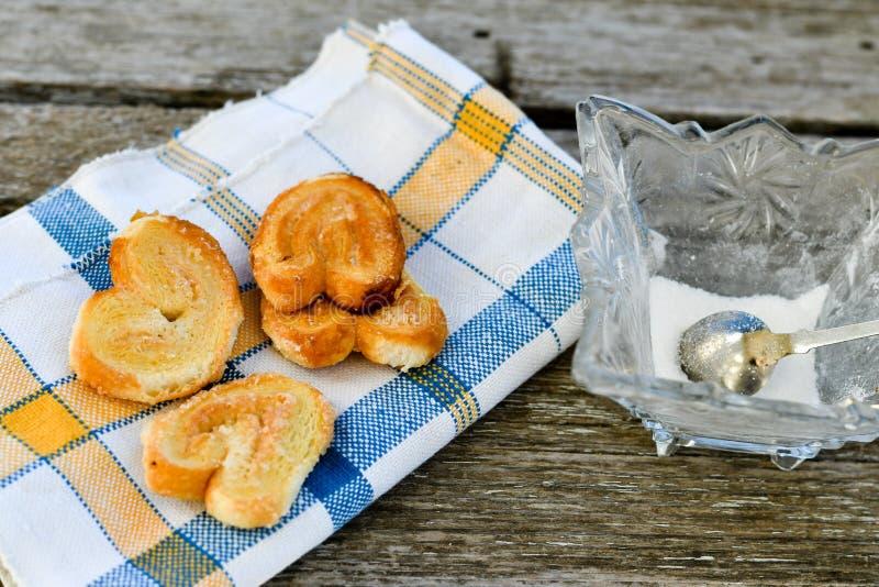 细平面海绵体曲奇饼和糖罐 库存图片
