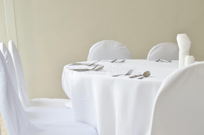细致的餐馆饭桌餐位餐具 免版税库存图片