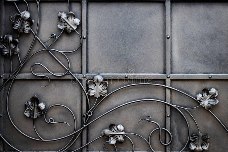 细节、伪造的铁门的结构和装饰品 花卉12月 免版税库存图片
