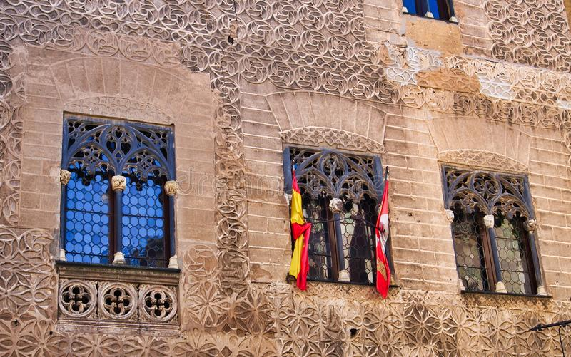 细节历史建筑,在Windows的旗子,塞戈维亚,西班牙 库存照片