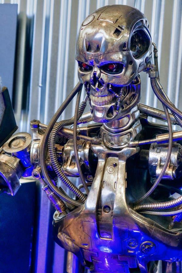 终止者靠机械装置维持生命的人机器人金属骨骼细节 库存图片