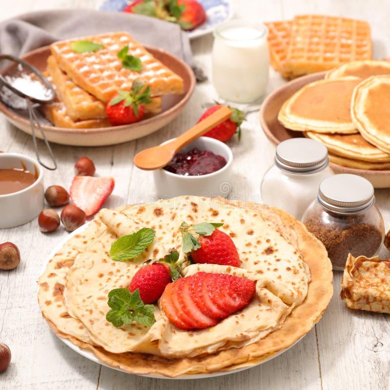 绉纱、薄煎饼和奶蛋烘饼 免版税库存照片