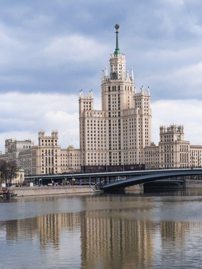 经典历史苏维埃苏联摩天大楼在莫斯科,俄罗斯的中心 免版税库存照片