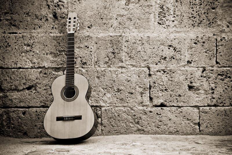 经典吉他墙壁 库存照片