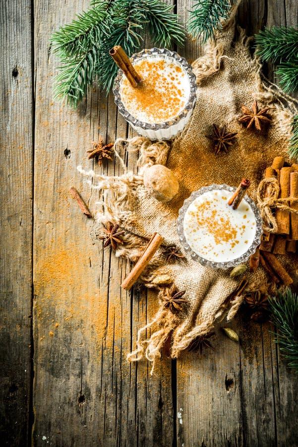 经典圣诞节饮料蛋黄乳 免版税库存照片