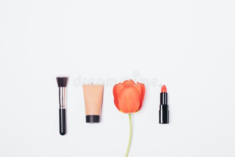 经典基本的构成的化妆用品 免版税库存照片