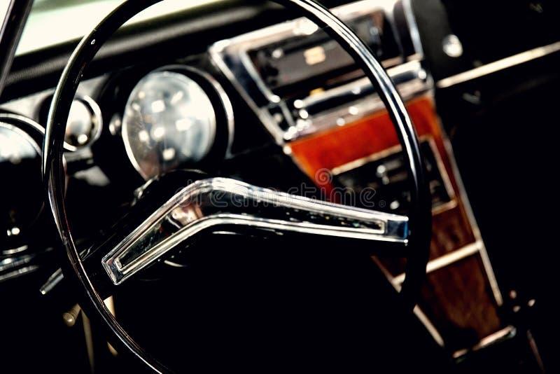 经典汽车仪表板 免版税库存图片