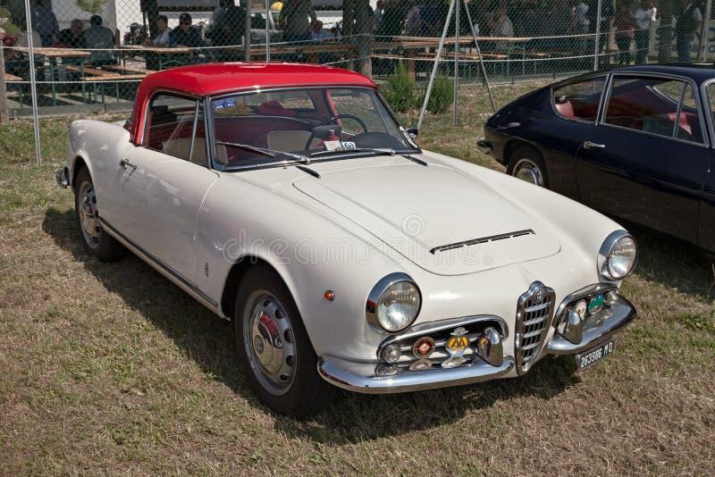 经典汽车阿尔法・罗密欧Giulietta蜘蛛1600 1964年 免版税库存照片