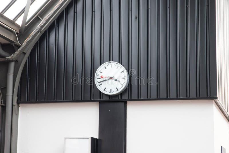 经典火车站时钟定时器在瑞士欧洲 免版税图库摄影