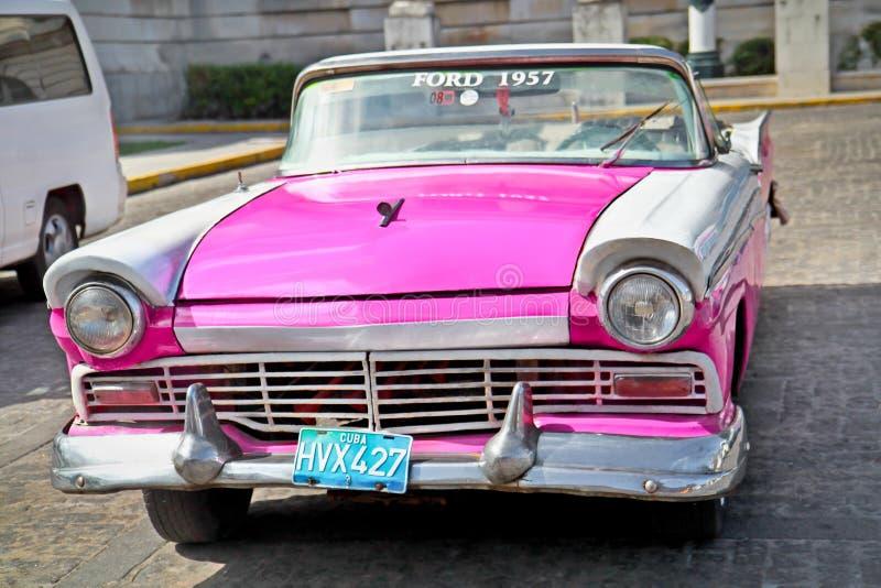 经典福特在哈瓦那,古巴。 库存照片