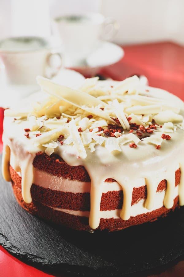 经典美国点心红色天鹅绒蛋糕传统上是红色, 免版税库存图片