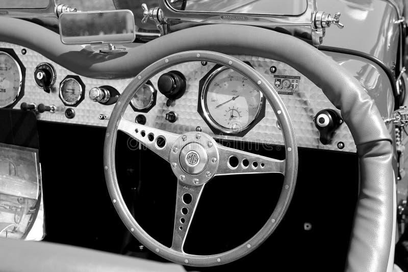 经典20世纪40年代英国赛车驾驶舱内部 图库摄影