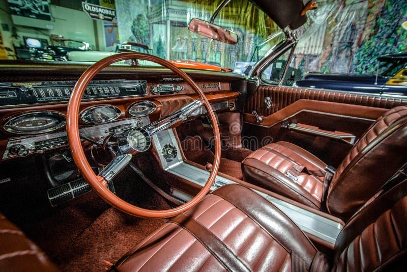 经典20世纪60年代Oldsmobile超级88敞篷车 库存照片