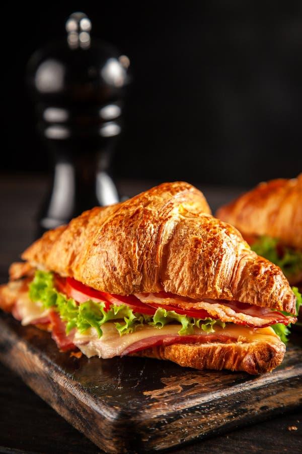 经典BLT新月形面包三明治 免版税库存照片