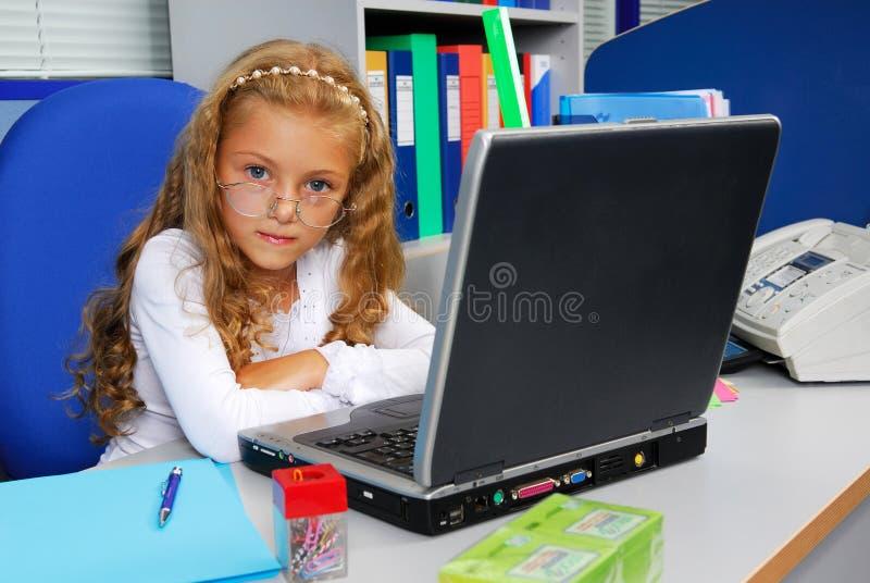 经理办公室年轻人 免版税库存图片
