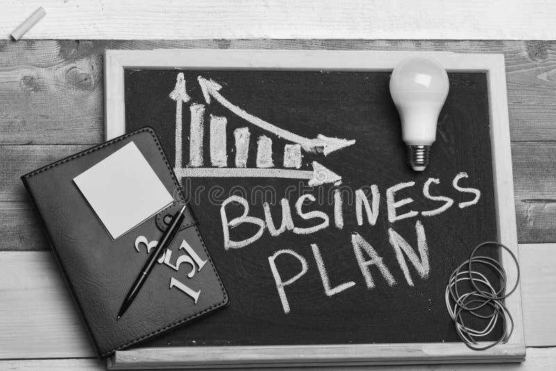 经营计划概念 有企业图的黑板 免版税库存图片