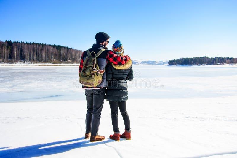 结合享受在一个冻湖的天 图库摄影