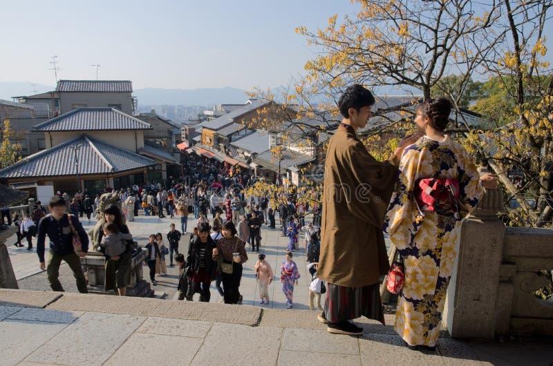 结合在京都的拥挤中心,日本 免版税库存照片
