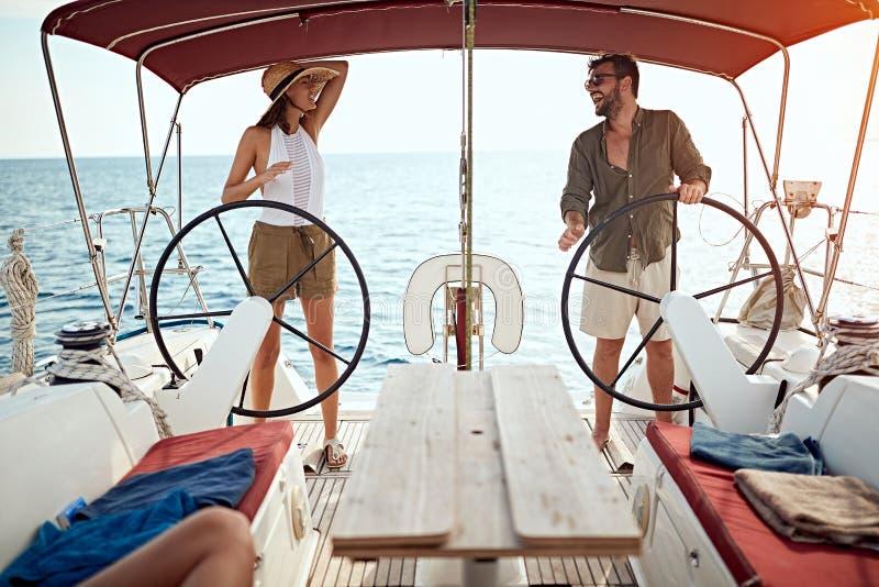 结合在豪华小船一起享用在度假 库存照片