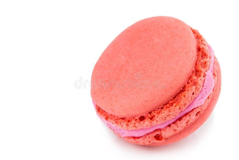 结块被隔绝的macaron或蛋白杏仁饼干在白色背景,甜点和 免版税库存照片