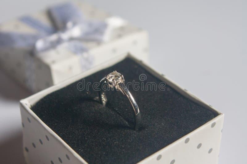 结婚戒指,葡萄酒样式 库存例证
