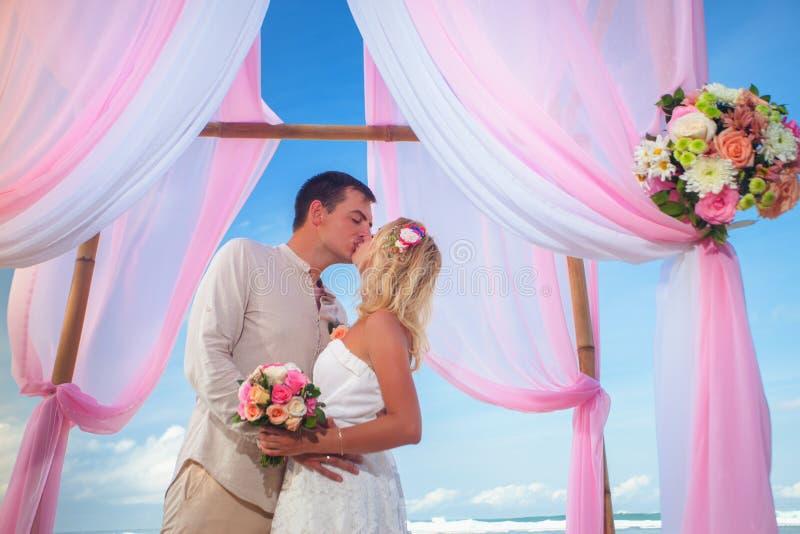 结婚的婚礼夫妇 库存图片