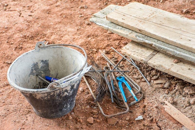 结束切削刀钢缆钳子少年工具和被投入的钢缆绳  图库摄影