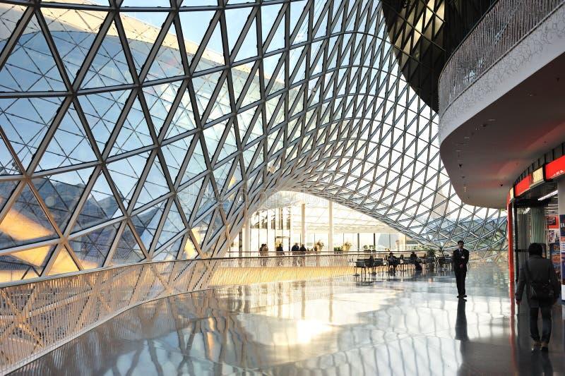 结构中心内部现代购物 免版税图库摄影