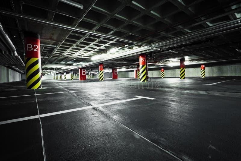 结构地下停车库停车 免版税库存照片