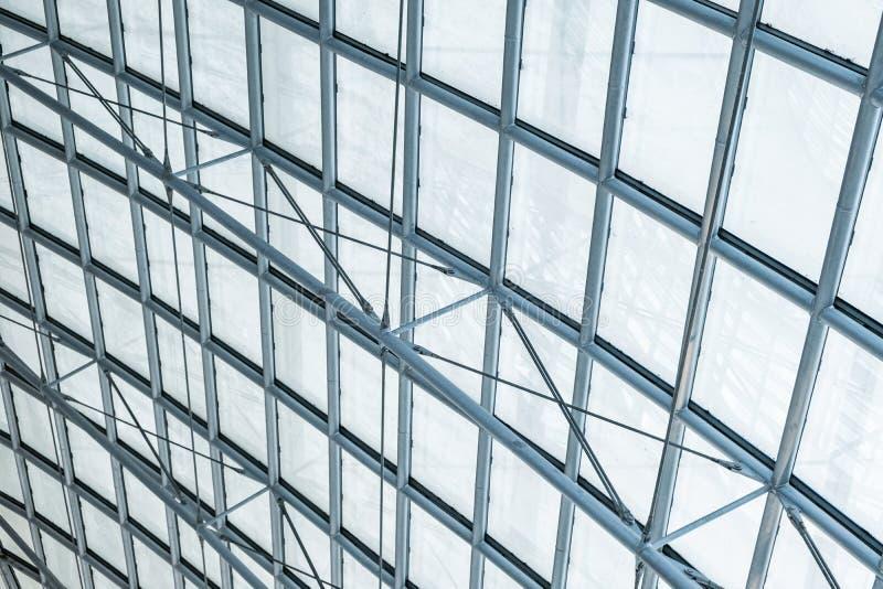 结构钢透明玻璃弯曲的屋顶 图库摄影