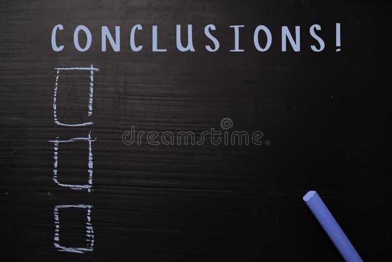 结论!写与颜色白垩 支持由附加业务 黑板概念 免版税库存图片