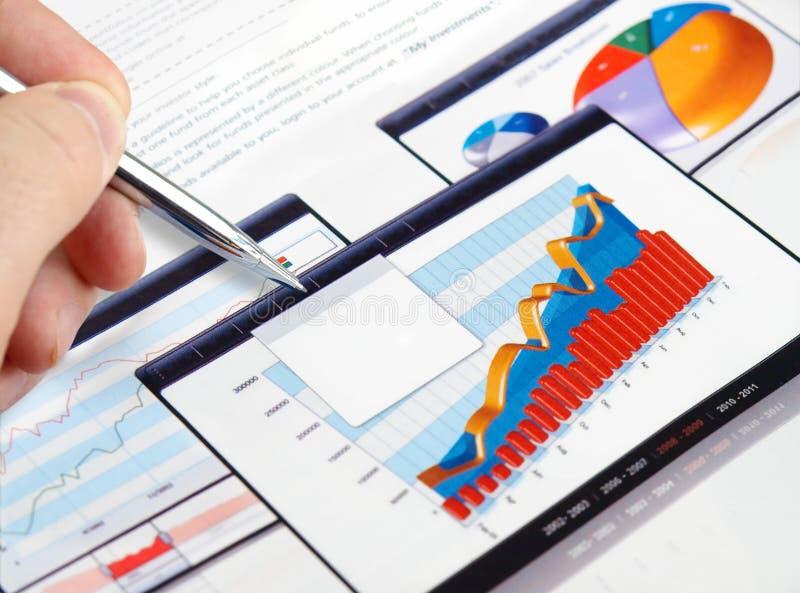 绘制投资图表 库存照片