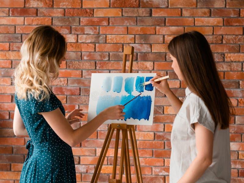 绘艺术课稀释水彩老师学生 库存照片