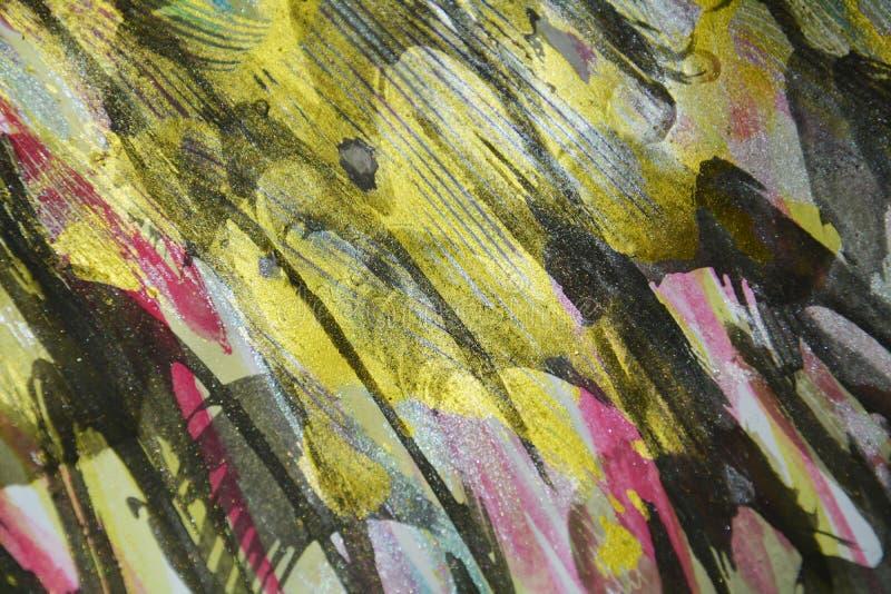 绘金黄深蓝色蜡状的滴水油漆 水彩油漆摘要背景 免版税库存图片