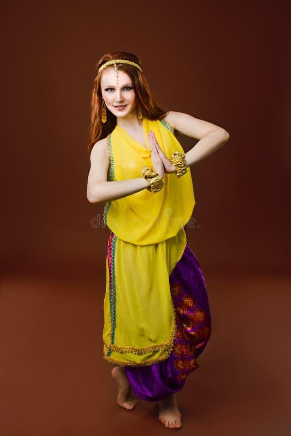 给女孩印第安白色穿衣 库存照片