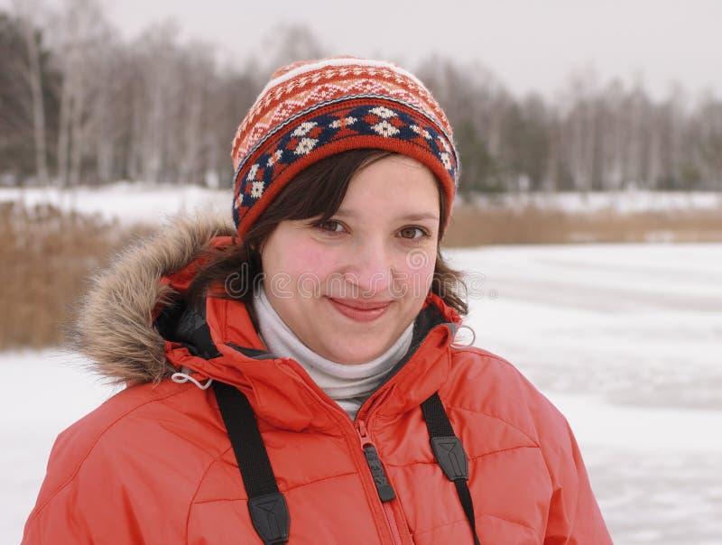 给女孩微笑的冬天穿衣 图库摄影