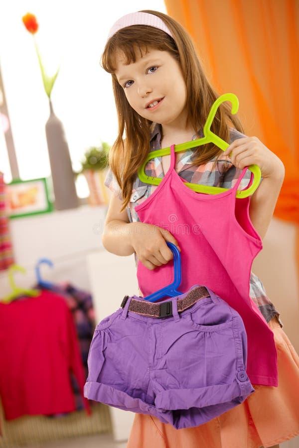 给女孩纵向存在小穿衣 库存图片