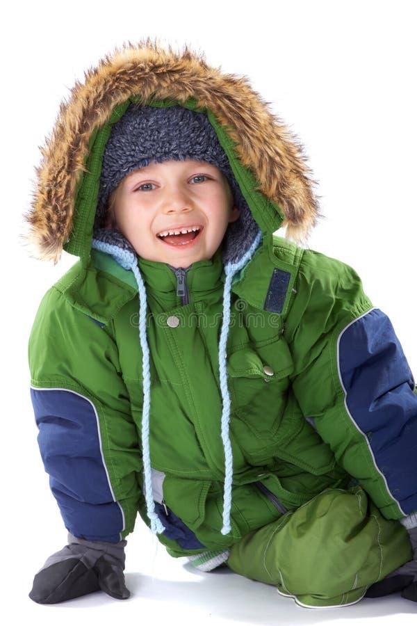 给愉快的冬天穿衣的男孩 库存照片