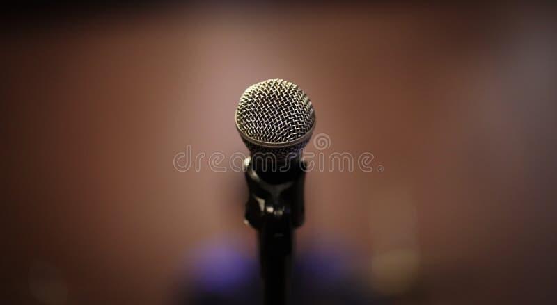 给我话筒它的时刻唱歌 免版税库存照片