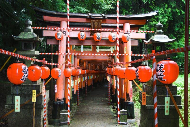 给日本红色装门 库存图片